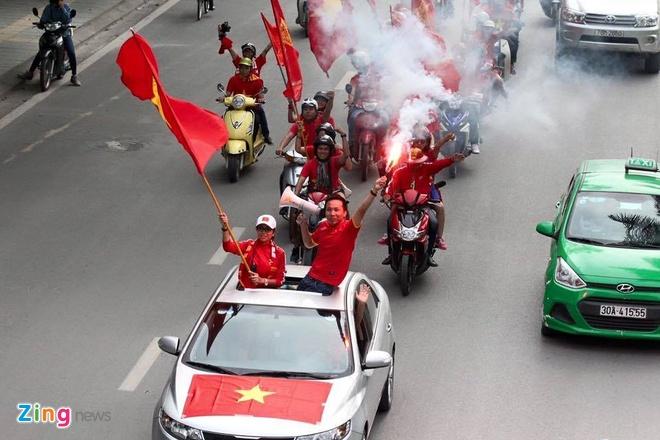 Thai Lan vung ngoi dau sau tran thang Viet Nam 3-0 hinh anh 15