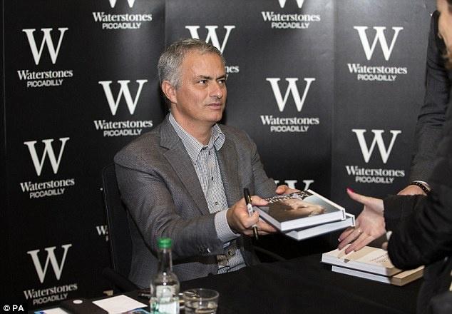Mourinho goi an phat cua FA la su o nhuc hinh anh 1