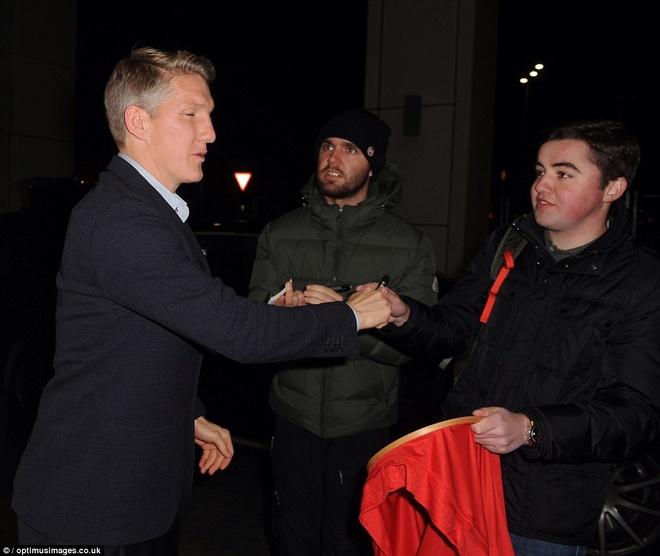Sao MU du sinh nhat Rooney sau tran hoa Man City hinh anh 3