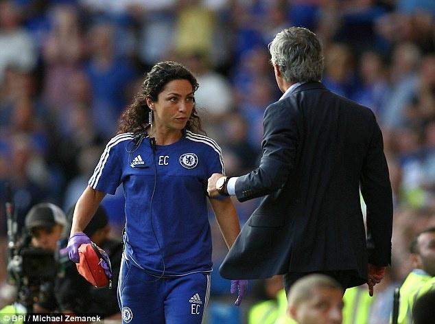Bac si Carneiro sap kien Chelsea hinh anh