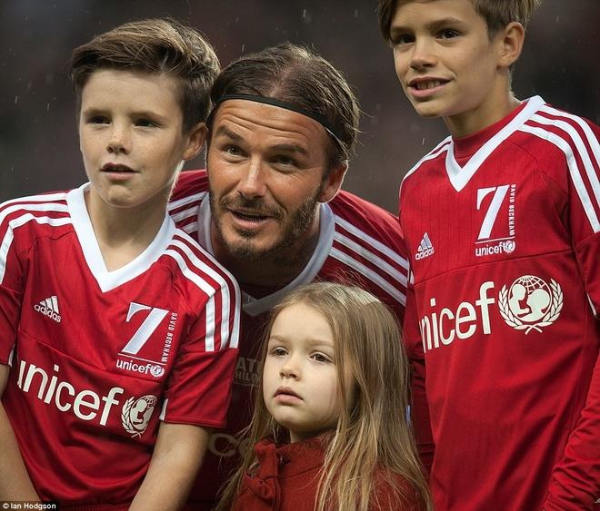 Brooklyn Beckham da thay cha trong tran dau cua huyen thoai hinh anh 7