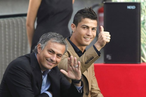'Ronaldo va Mourinho se gia nhap PSG' hinh anh 1