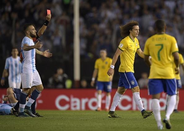 Douglas Costa thang hoa, Brazil danh bai Peru 3-0 hinh anh 7