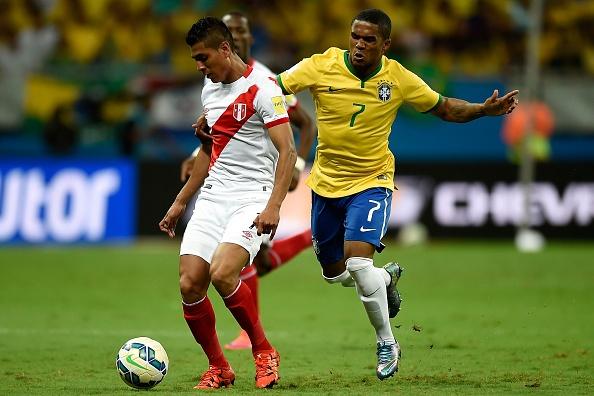 Douglas Costa thang hoa, Brazil danh bai Peru 3-0 hinh anh 11