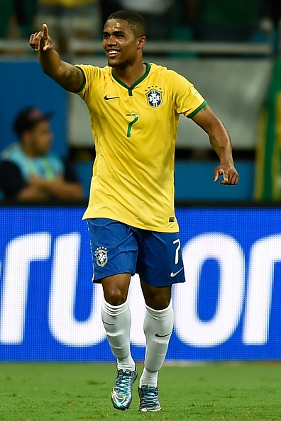 Douglas Costa thang hoa, Brazil danh bai Peru 3-0 hinh anh 14