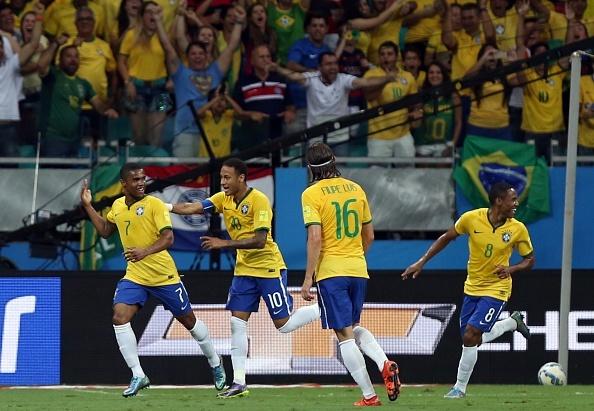 Douglas Costa thang hoa, Brazil danh bai Peru 3-0 hinh anh 18