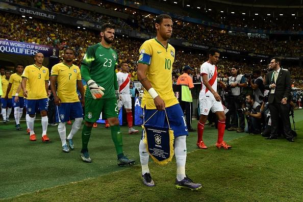Douglas Costa thang hoa, Brazil danh bai Peru 3-0 hinh anh 16