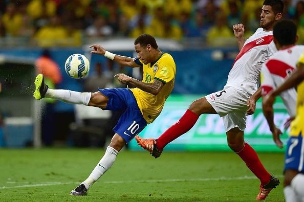 Douglas Costa thang hoa, Brazil danh bai Peru 3-0 hinh anh 17