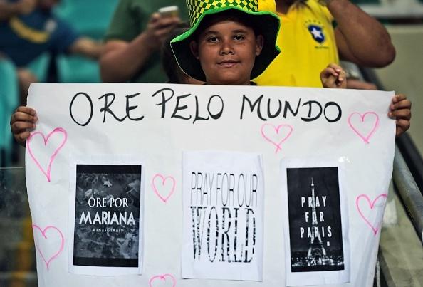 Douglas Costa thang hoa, Brazil danh bai Peru 3-0 hinh anh 8