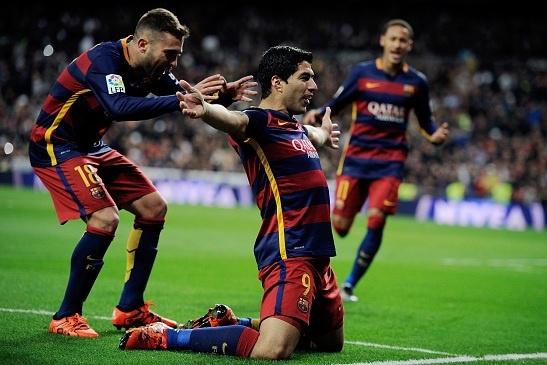 Dai thang 4-0 tai Bernabeu, Barca bo xa Real 6 diem hinh anh