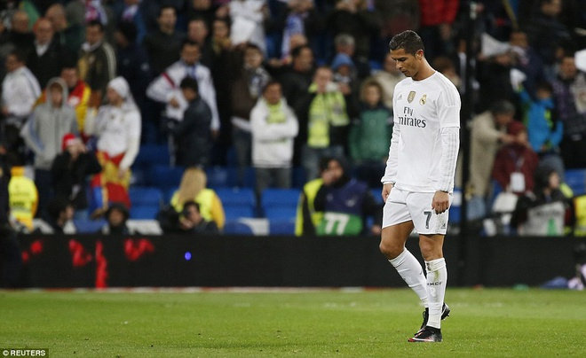 Ronaldo khong hai long voi ban than va dong doi hinh anh 2