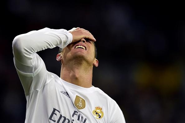 Ronaldo khong hai long voi ban than va dong doi hinh anh