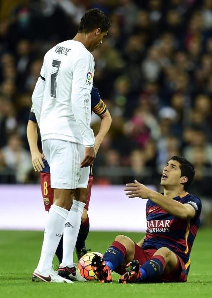 Dai thang 4-0 tai Bernabeu, Barca bo xa Real 6 diem hinh anh 19