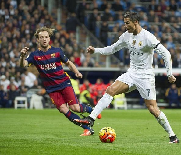 Dai thang 4-0 tai Bernabeu, Barca bo xa Real 6 diem hinh anh 29