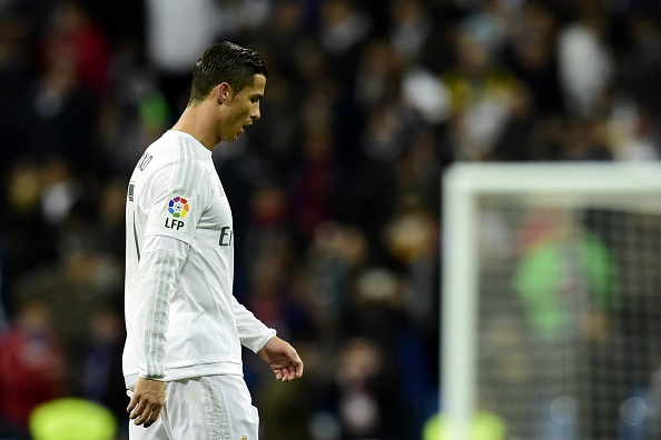 Nguoi ham mo Real giuong co trang va la o Ronaldo hinh anh