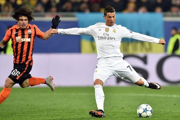 Ronaldo, Messi lan dau sat canh o doi hinh tieu bieu Cup C1 hinh anh 10