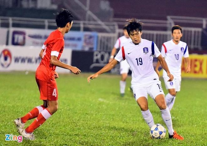 Thang U21 Singapore 3-0, U19 Han Quoc gap HAGL o chung ket hinh anh 15