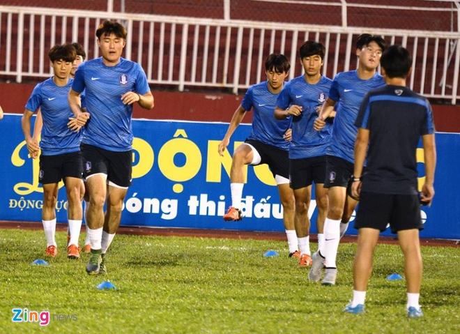 Thang U21 Singapore 3-0, U19 Han Quoc gap HAGL o chung ket hinh anh 4