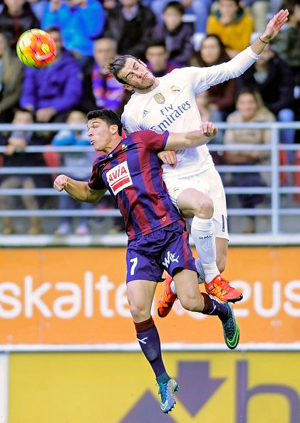 Ronaldo gay that vong du ghi ban giup Real ha Eibar 2-0 hinh anh 10