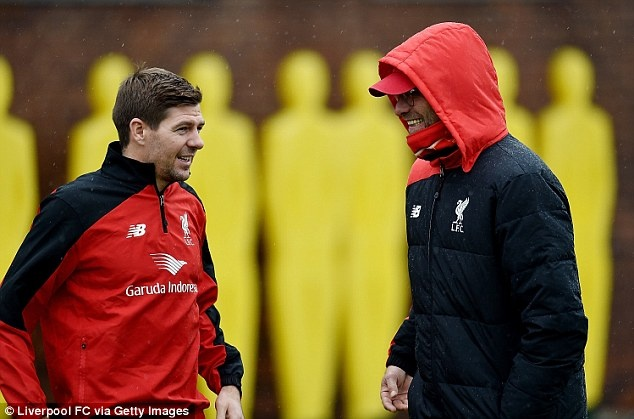 Steven Gerrard tro lai tap luyen cung Liverpool hinh anh