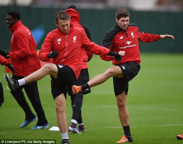 Steven Gerrard tro lai tap luyen cung Liverpool hinh anh 2