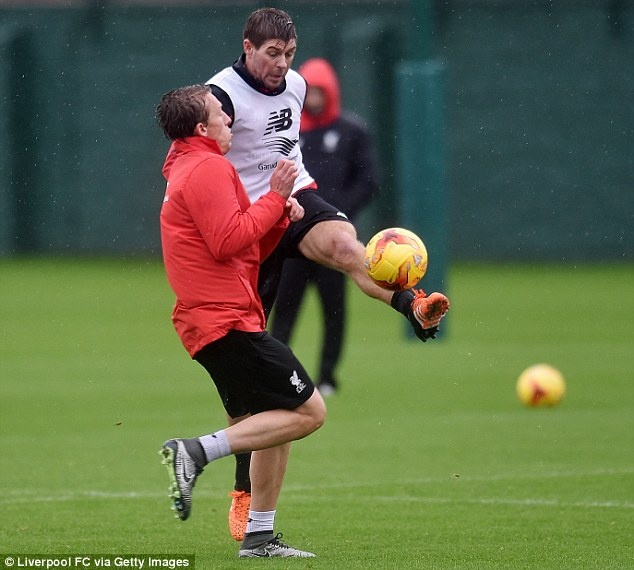 Steven Gerrard tro lai tap luyen cung Liverpool hinh anh 5
