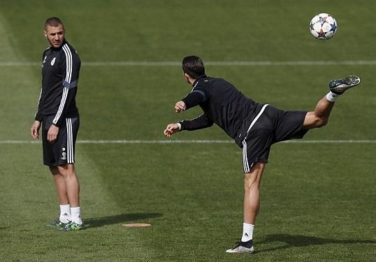 Ronaldo the hien ky nang choi bong dieu luyen trong buoi tap hinh anh