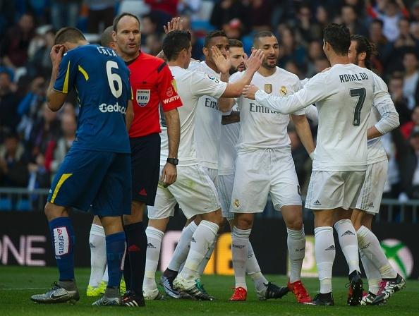 Bo ba Benzema-Bale-Ronaldo khai hoa, Real ha Getafe 4-1 hinh anh 1