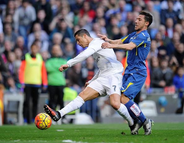 Bo ba Benzema-Bale-Ronaldo khai hoa, Real ha Getafe 4-1 hinh anh 16