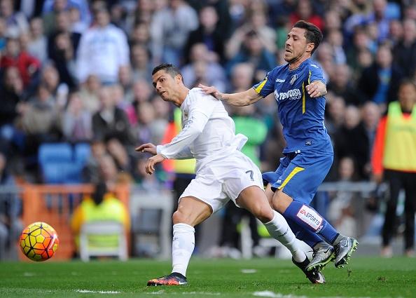 Bo ba Benzema-Bale-Ronaldo khai hoa, Real ha Getafe 4-1 hinh anh 20