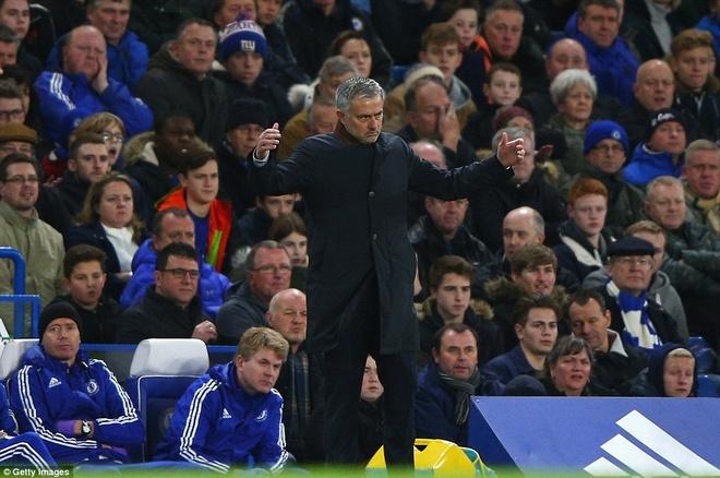 Mourinho bat luc nhin Chelsea thua tran thu 8 tu dau mua hinh anh 2