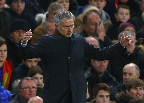 Mourinho bat luc nhin Chelsea thua tran thu 8 tu dau mua hinh anh