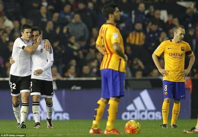 Neville du khan o tran Valencia ngat mach thang cua Barca hinh anh 3