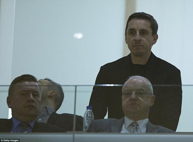 Neville du khan o tran Valencia ngat mach thang cua Barca hinh anh