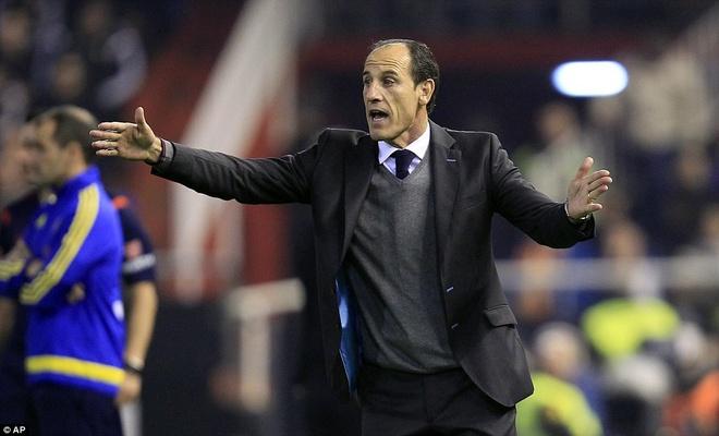 Neville du khan o tran Valencia ngat mach thang cua Barca hinh anh 2