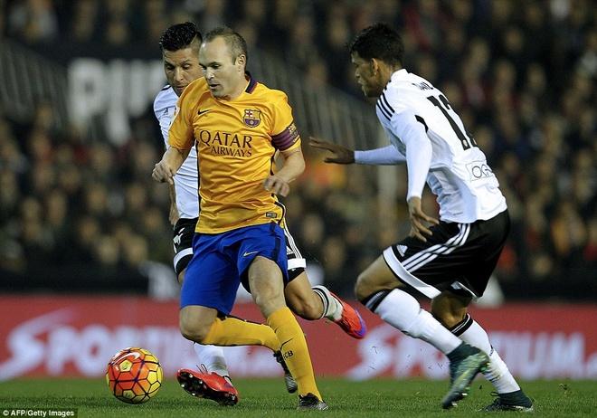 Neville du khan o tran Valencia ngat mach thang cua Barca hinh anh 9