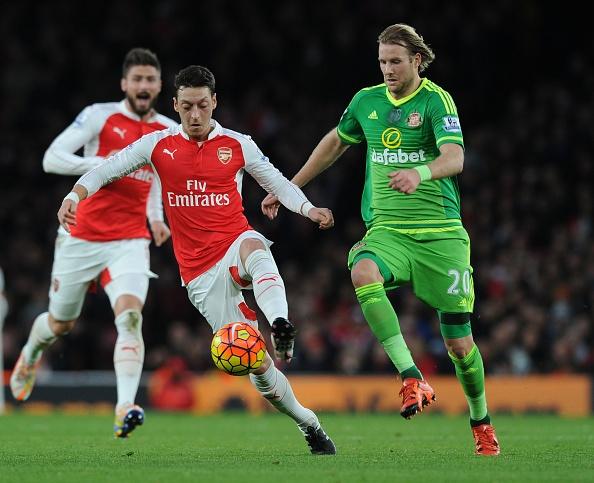 Giroud lap hat-trick giup Arsenal di tiep tai Cup C1 hinh anh 2