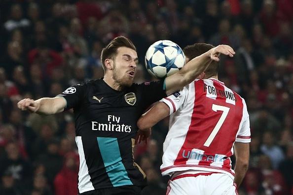 Giroud lap hat-trick giup Arsenal di tiep tai Cup C1 hinh anh 10