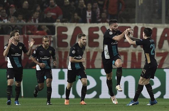 Giroud lap hat-trick giup Arsenal di tiep tai Cup C1 hinh anh 12
