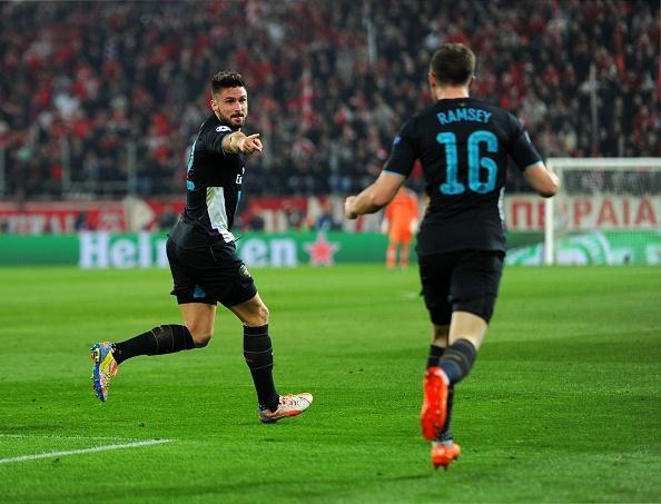 Giroud lap hat-trick giup Arsenal di tiep tai Cup C1 hinh anh 14