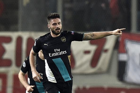 Giroud lap hat-trick giup Arsenal di tiep tai Cup C1 hinh anh 1