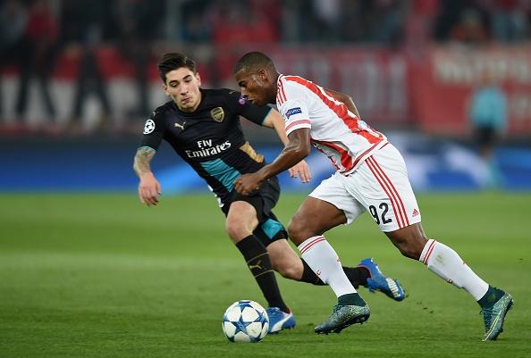 Giroud lap hat-trick giup Arsenal di tiep tai Cup C1 hinh anh 15
