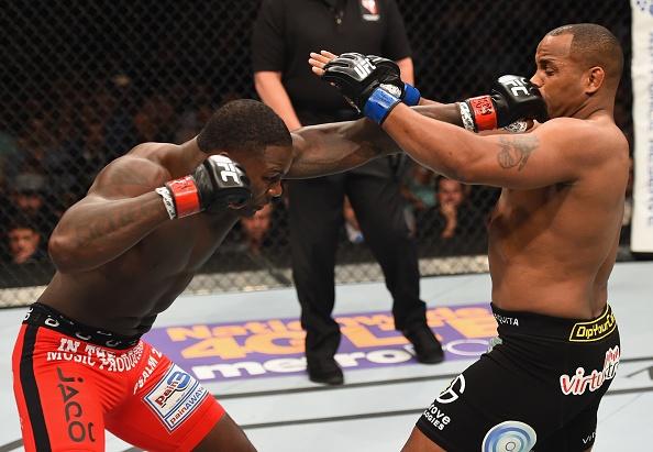 Daniel Cormier danh bai Anthony Johnson tai UFC 187 hinh anh