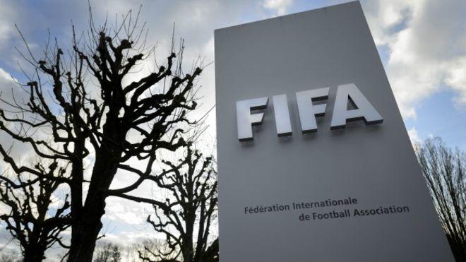 Thuy Sy phong toa 50 tai khoan cua FIFA hinh anh