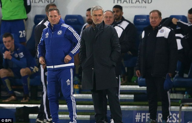 HLV Mourinho trum kin mat roi trung tam huan luyen Cobham hinh anh 4
