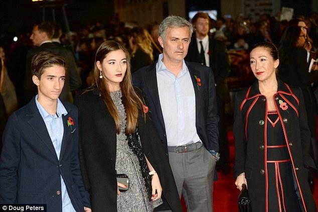 HLV Mourinho trum kin mat roi trung tam huan luyen Cobham hinh anh 5