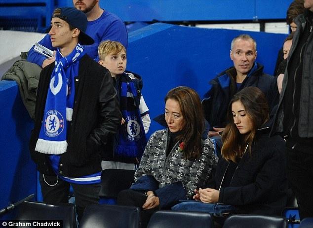 HLV Mourinho trum kin mat roi trung tam huan luyen Cobham hinh anh 6