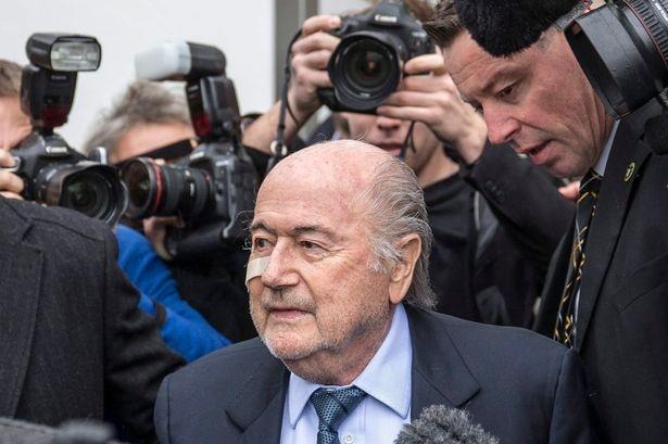 Sepp Blatter: 'Toi chi la nan nhan' hinh anh