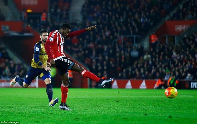 Thua Southampton 0-4, Arsenal lo co hoi len ngoi dau hinh anh 1