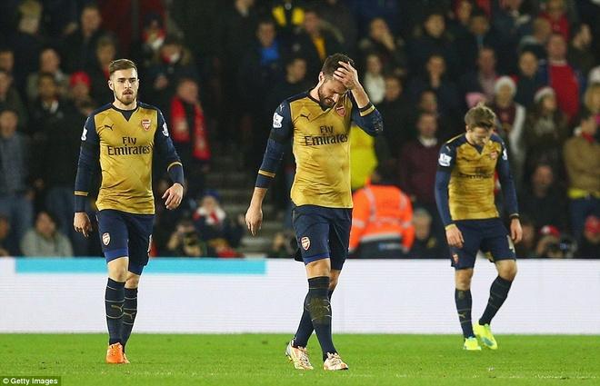 Thua Southampton 0-4, Arsenal lo co hoi len ngoi dau hinh anh